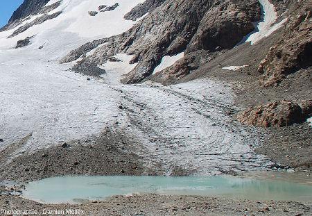 La rive gauche du glacier De Saint Sorlin et de son petit lac