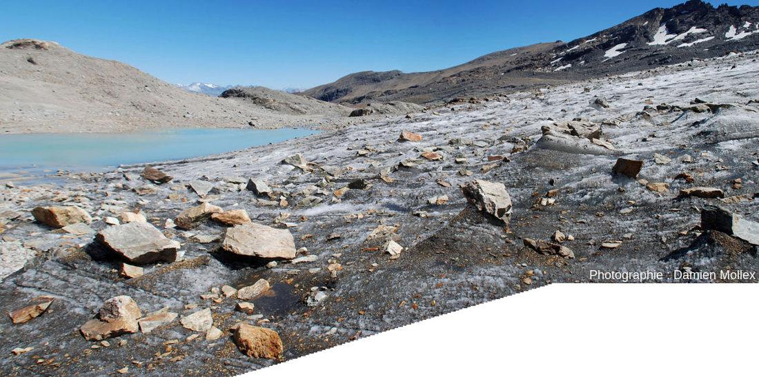 La surface du glacier de Saint Sorlin près de sa rive gauche, en amont du petit lac