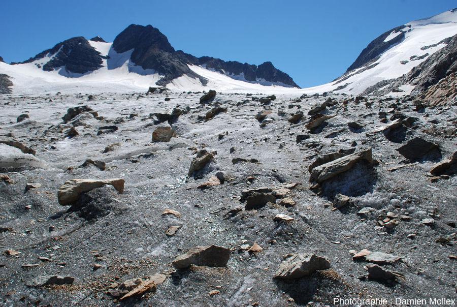 La surface du glacier de Saint Sorlin près de sa rive gauche
