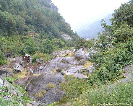 Le scivolo delle donne (toboggan ou glissade des femmes) dans son cadre morphologique, Val d'Aoste, Italie