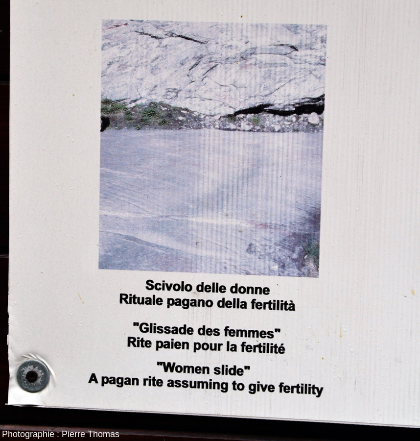 L'un des panneaux explicatifs du géosite archéologique de Bard, Val d'Aoste, Italie