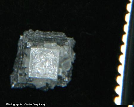 Cristal de fleur de sel (halite) vu depuis le sommet de la pyramide