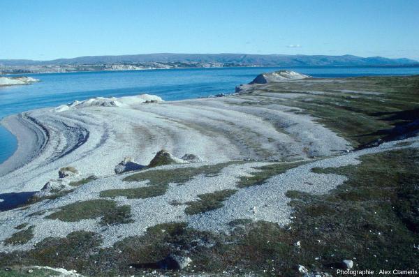 Plage soulevée dans la région de Borselv (Norvège), au Nord de la Scandinavie
