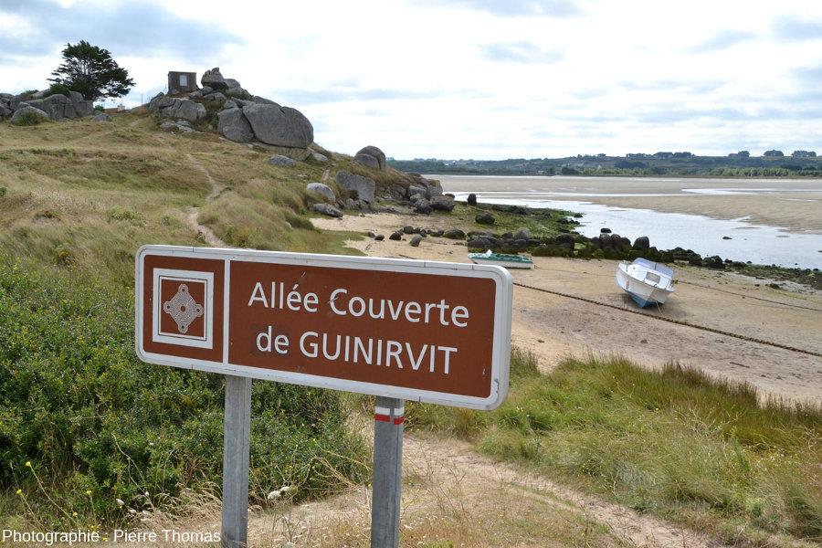 Pancarte indiquant l'existence de cette allée couverte de Guinirvit, peu connue