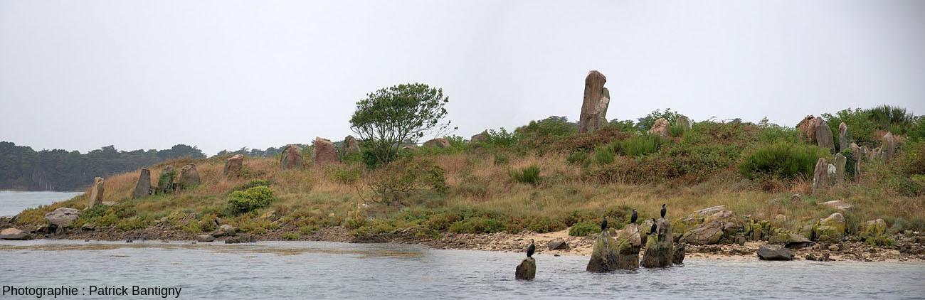 Vue aérienne interprétée de l'île d'Er Lanic et de son double cromlech