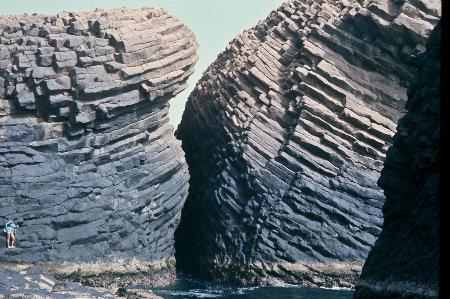 Prismation «en mégachevrons» à la pointe Sud de l'île de la Madeleine