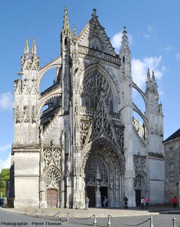 Face Ouest de l'église de la Trinité de Vendôme (Loir et Cher), joyau du gothique flamboyant de la fin du XVème siècle