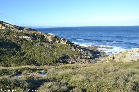 Vue générale de ce secteur de la côte du Jaizkibel particulièrement riche en paramoudras
