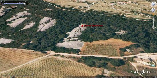 Vue aérienne des grès de Sainte-Anne (Var) où l'on voit les structures polygonales