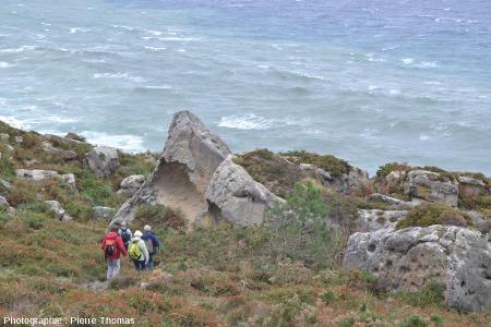 Barre gréseuse à structures polygonales dans les grès éocènes du Jaizkibel