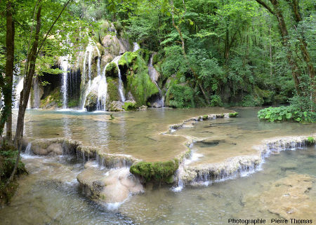 La cascade des tufs de la reculée des Planches (Jura)