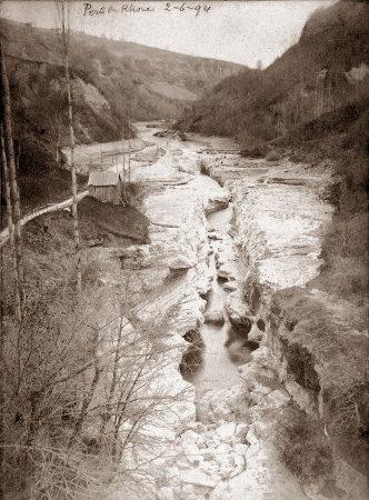 Photographie des pertes du Rhône pendant un hiver de la fin du XIXème siècle