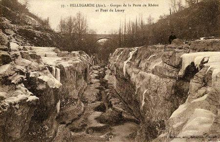 Les pertes du Rhône vues en direction de l'aval