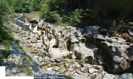Vue globale sur l'amont des pertes de la Valserine (Ain)