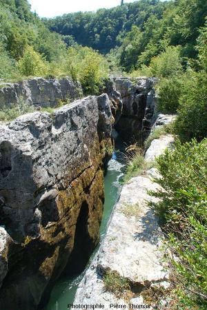 La Valserine au fond de ses pertes vues en direction de l'aval