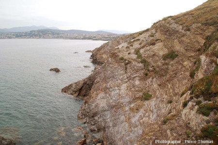 La côte Nord-Est de la Pointe Nègre, entièrement constituée de roches métamorphiques