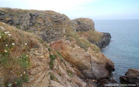 Le contact coulée supérieure / socle hercynien, Pointe Nègre