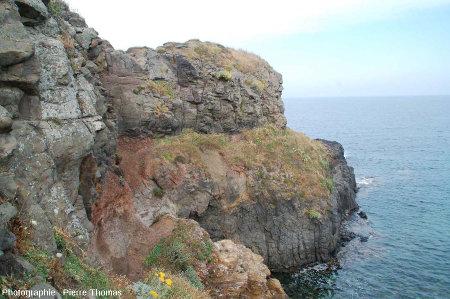 Zone où la coulée supérieure recouvre la coulée inférieure, Pointe Nègre