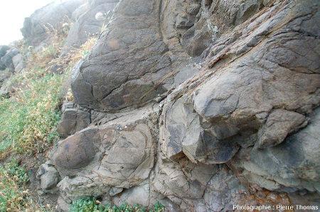 Altération en boules des basaltes de la coulée supérieure, Point Nègre