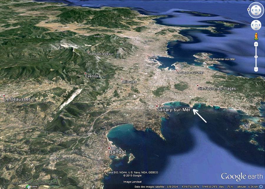 Vue oblique sur la région des coulées de basalte de la région de Toulon (Var)