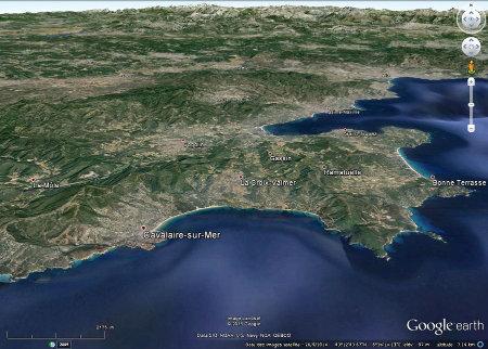 Vue oblique de la région de Cogolin – Saint Tropez dans laquelle on peut observer des affleurements de basalte