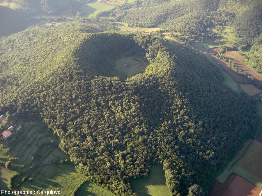 Le volcan de Santa Margarida, l'un des plus récents de la zone volcanique de la Garrotxa dans la région de Gérone (Catalogne)