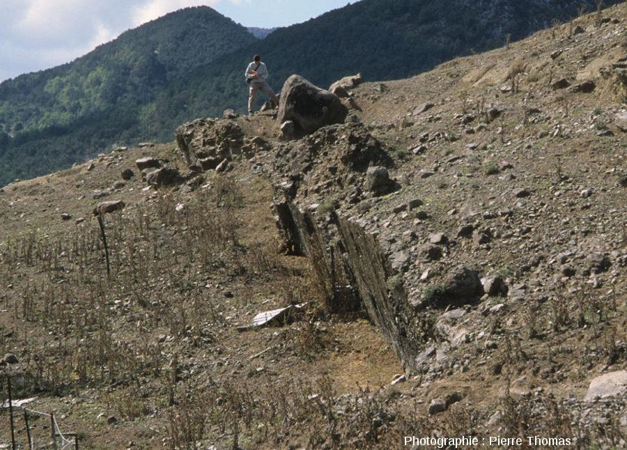 Vue rapprochée sur le filon d'andésite des Beylons, Collongues (Alpes Maritimes)