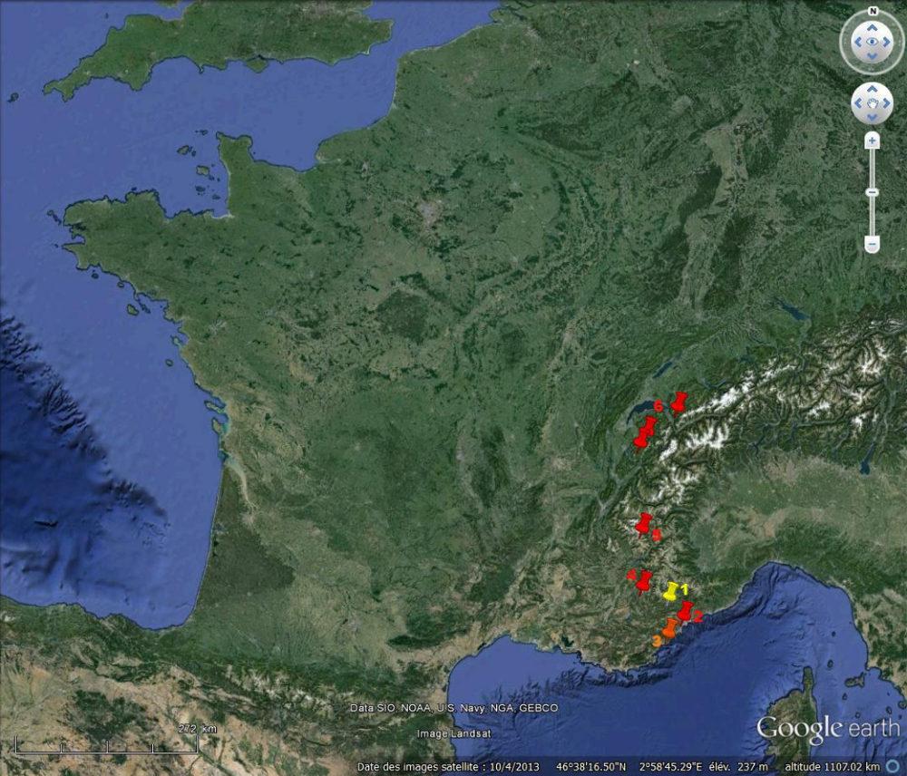 Localisation des affleurements montrant des roches magmatiques calco-alcalines de l'Oligocène inférieur, situées sur la plaque européenne, plaque plongeante dans l'histoire des Alpes