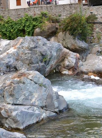 Zoom sur le réseau filonien sur la rive gauche de la Lys, Val d'Aoste (Italie)