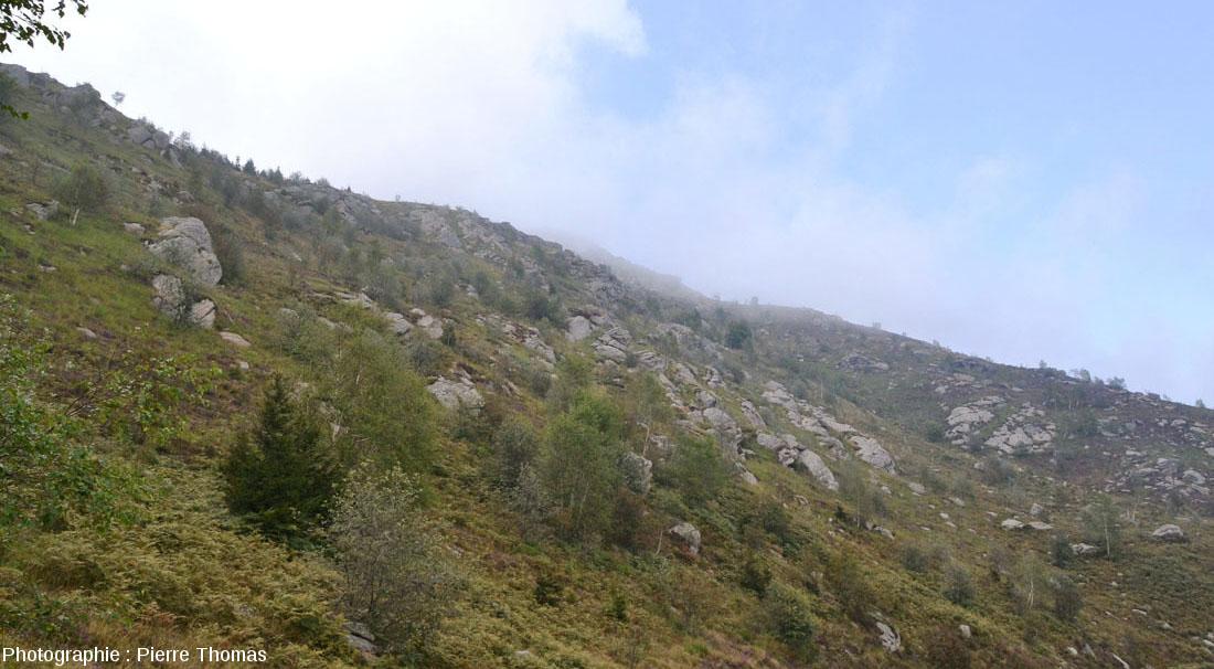 Exemple de paysage dans le massif de diorite de Traversella (Piémont, Italie)