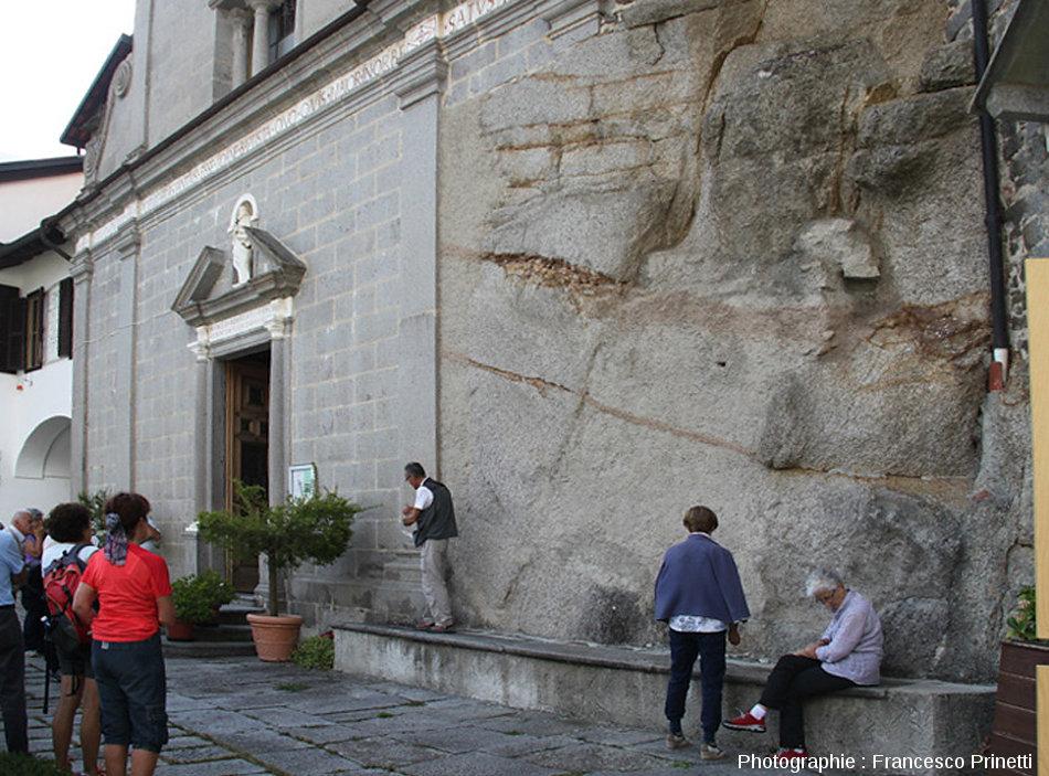 Un affleurement du granite de Biella, faciès central le plus différencié de l'intrusion de Biella (Italie)
