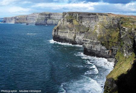 Les falaises de Moher (Irlande) entaillant le Carbonifère horizontal