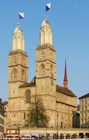 Vue d'ensemble du Grossmünster de Zurich (Suisse)
