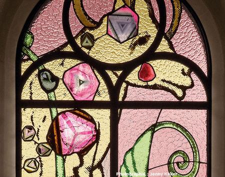Détail de la partie supérieure du vitrail der Sündenbock, Grossmünster de Zurich