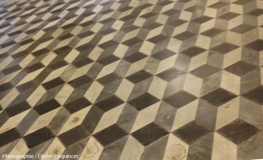 Pavement à effet 3D usant trois teintes de marbres, basilique Saint Jean de Latran