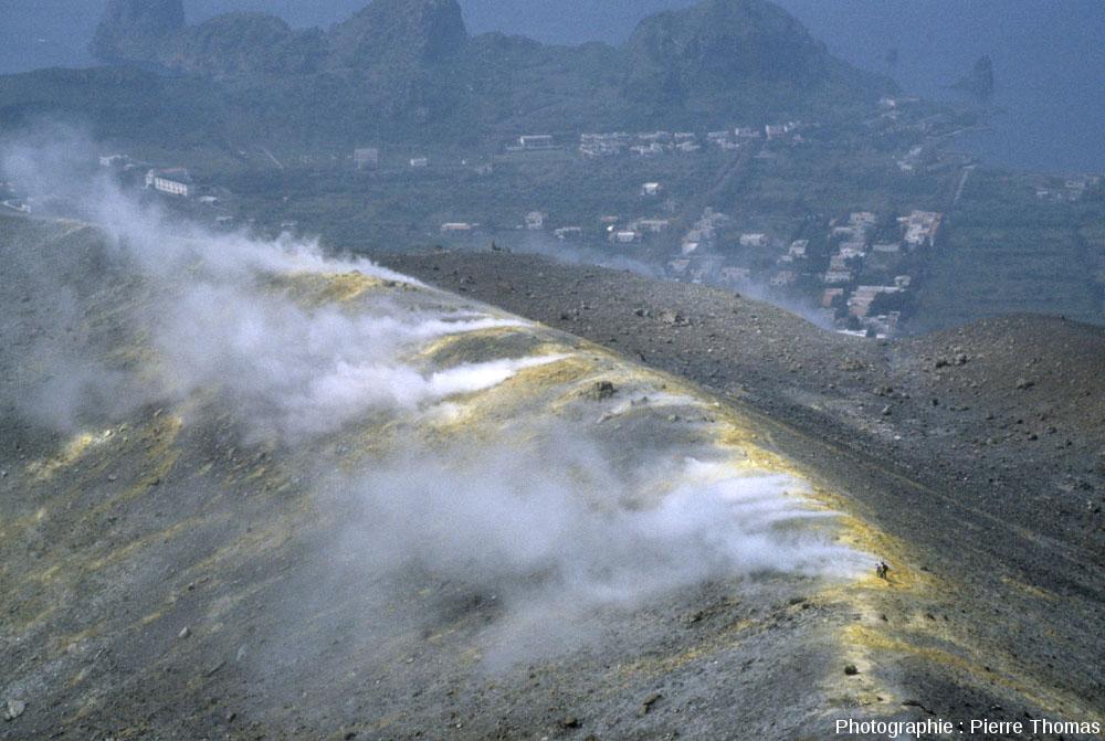 La bordure Nord-Nord-Est du cratère de 1890 du Vulcano (Italie)