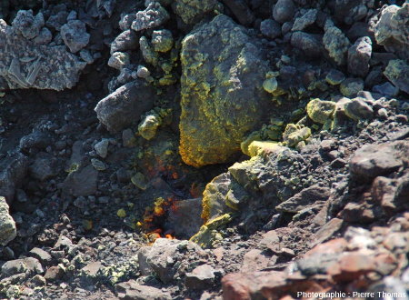 Une zone du Crassier Saint-Pierre riche en dégagements de sulfures d'arsenic