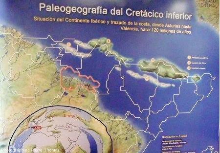 Un panneau du musée d'Igea montrant une carte paléogéographique du Crétacé inférieur resituant La Rioja sur la côte Nord de l'Espagne, sur le bord du bras de mer séparant l'Espagne (en bas à gauche) du Massif central (Macizo Central, en haut à droite)