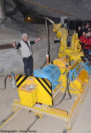 """Une """"ancienne"""" machine (pas très vieille) d'exploitation de la mine, Bex (canton de Vaud, Suisse)"""