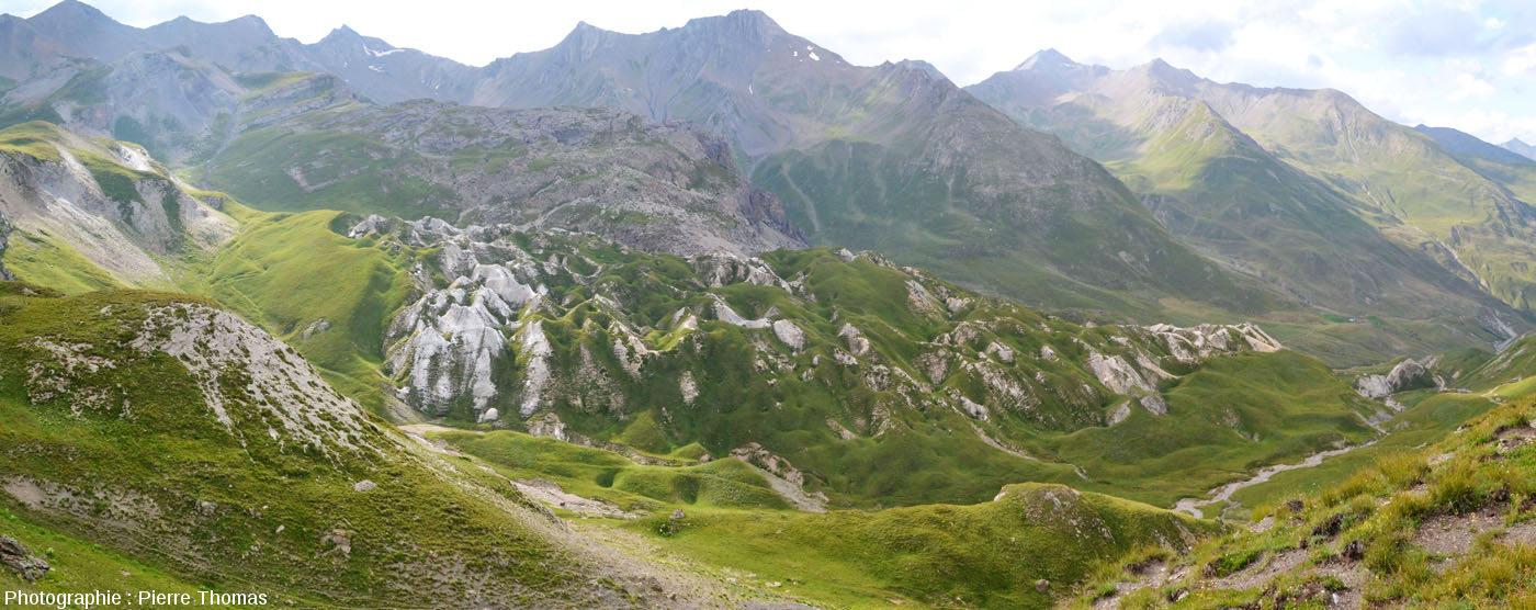 Panorama des Gypsières vues depuis le 4ème virage en descendant le flanc Nord du Col du Galibier (Savoie)