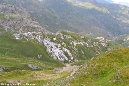 Les Gypsières vues depuis l'entrée Nord de l'ancien tunnel du Galibier (Savoie)