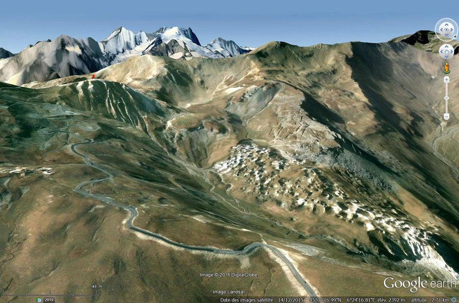 Vue sur les Gypsières du Galibier (Savoie) avec sa morphologie caractéristique de champ de bataille