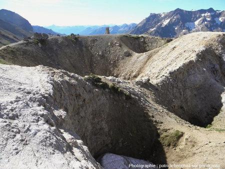 Entonnoirs de dissolution dans le gypse au Col du Galibier (Savoie)