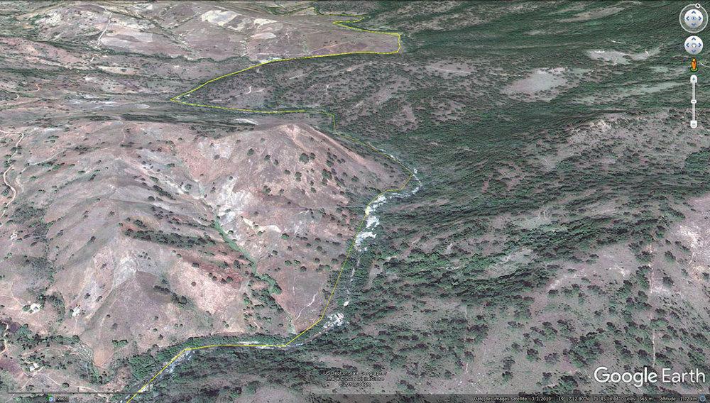 Un secteur de la frontière (trait jaune) entre Haïti (à gauche) et République dominicaine (à droite)