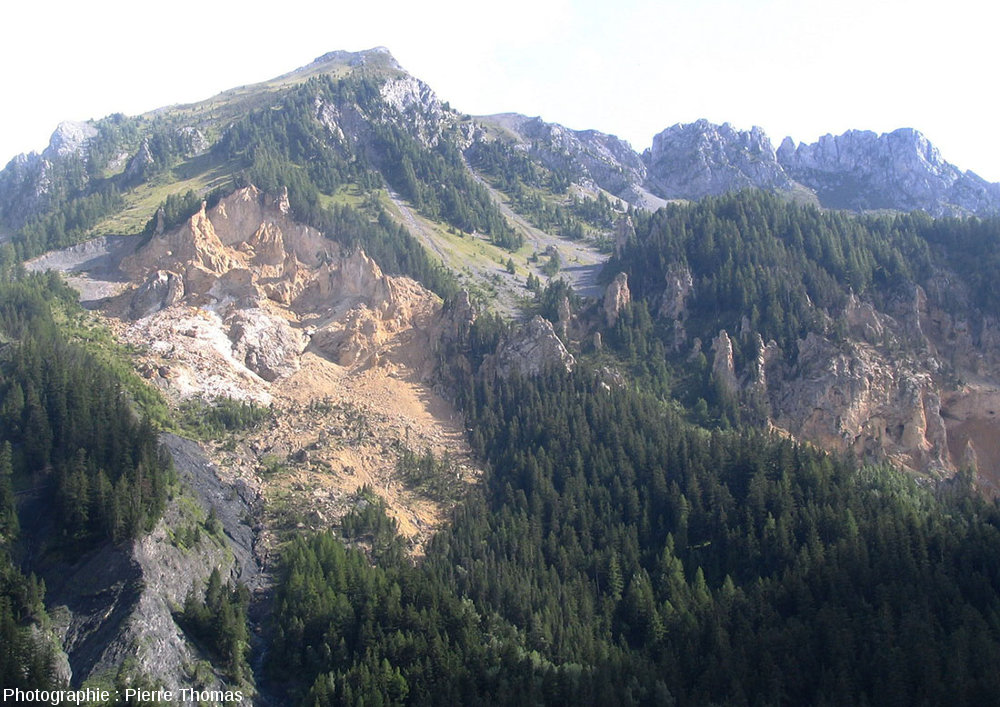 Vue détaillée de la partie Ouest du panorama vu depuis le belvédère du cirque de Bragousse