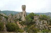 Un très bel exemple d'érosion karstique ruiniforme dans des calcaires dolomitiques: le cirque de Mourèze (Hérault)