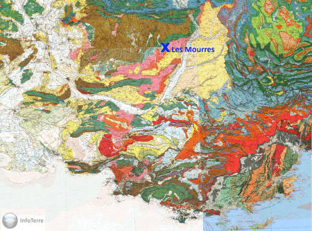 Localisation des Mourres (croix bleue) sur les cartes géologiques au 1/250000 de Valence, Gap, Marseille et Nice, en bordure du bassin oligo-miocène de Manosque (rose, orange et jaune)