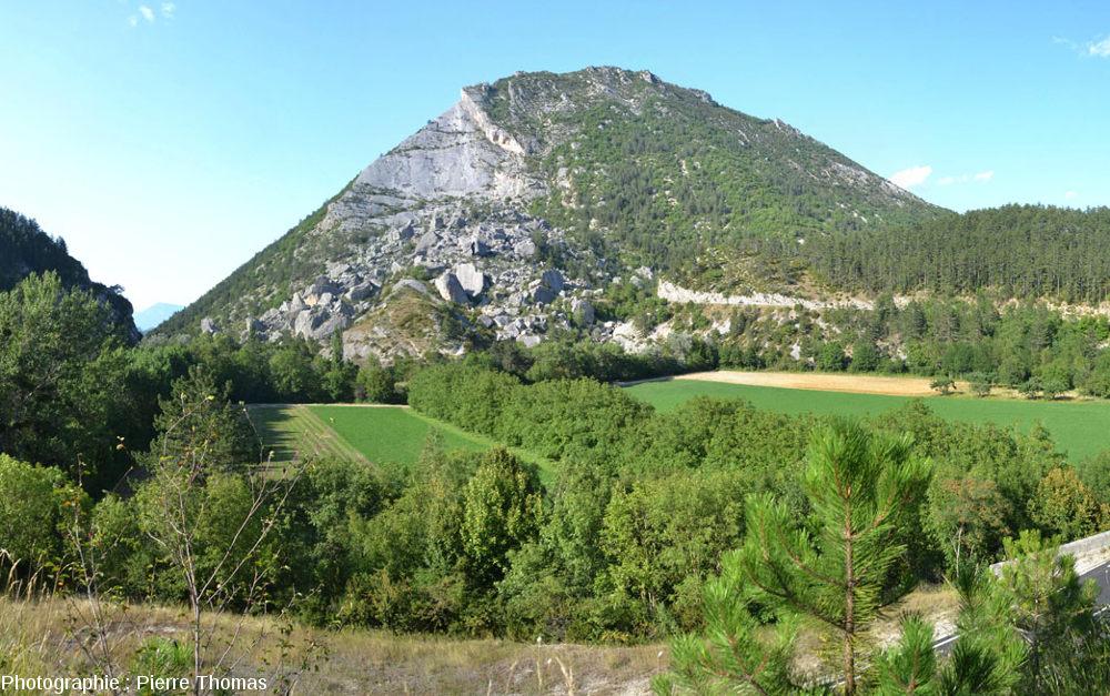 Vue d'ensemble du Claps de Luc en Diois, Drôme