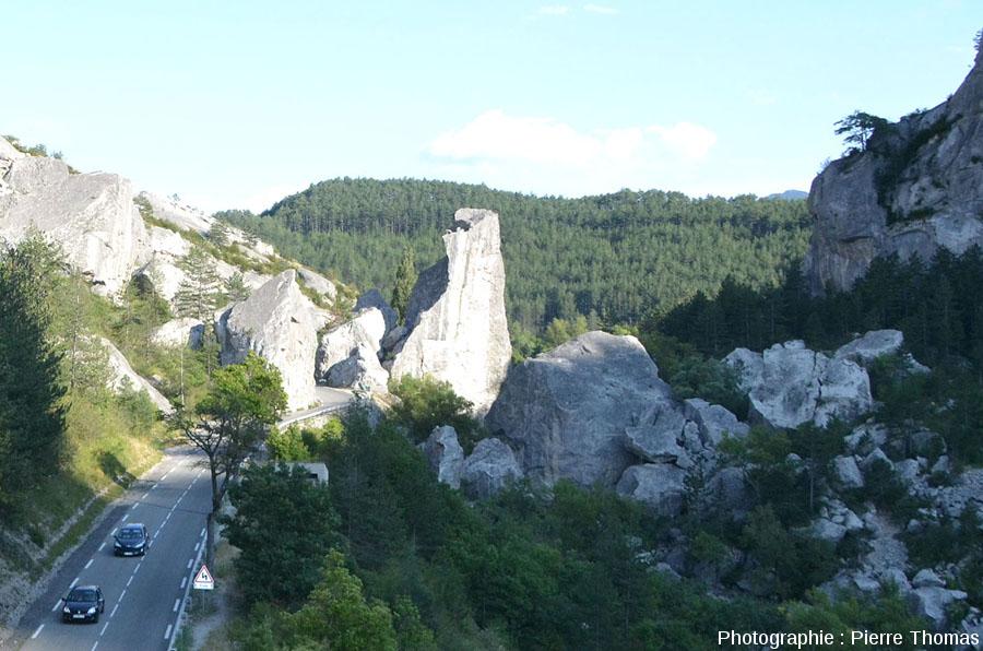 Zoom sur la branche aval de l'éboulement du Claps (Luc en Diois, Drôme), vue depuis l'Ouest