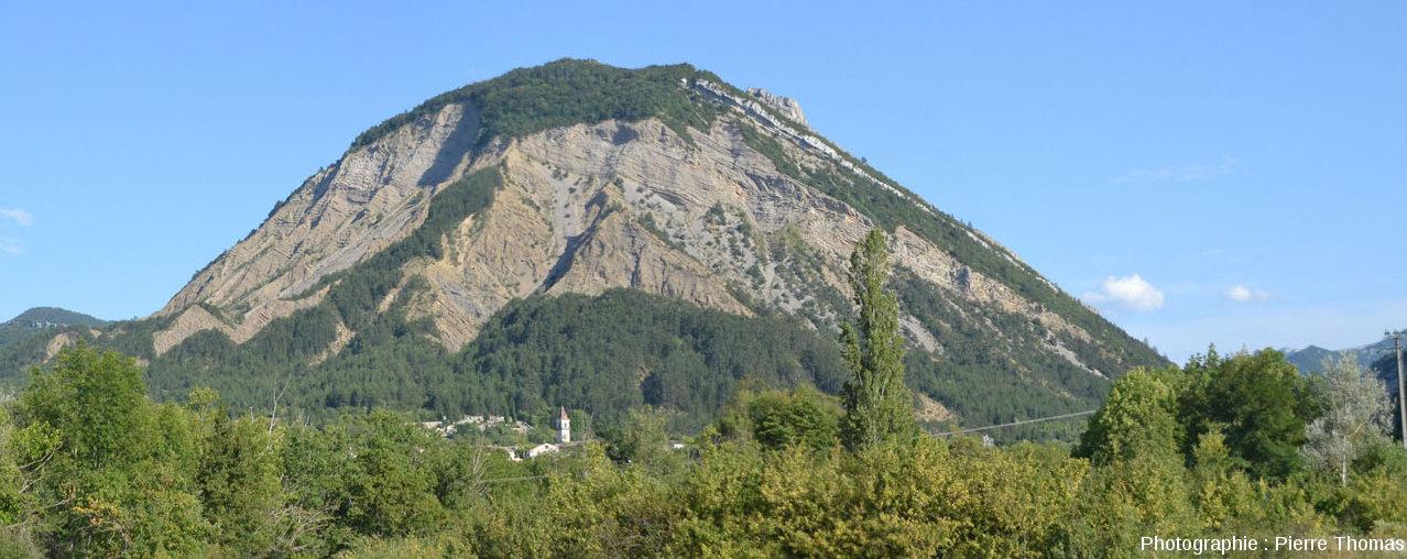 Vue d'ensemble du Pic de Luc depuis Luc en Diois, au Nord-Ouest du Claps